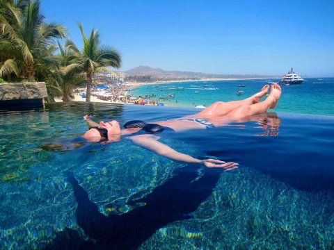 floating-infinity-pool