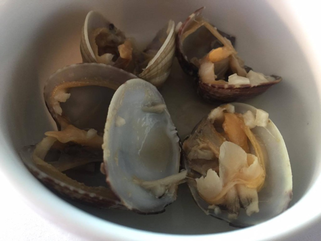 Japanese Clams Steamed with Sake and Garlic, Machiko Chiba, Cook-Zen
