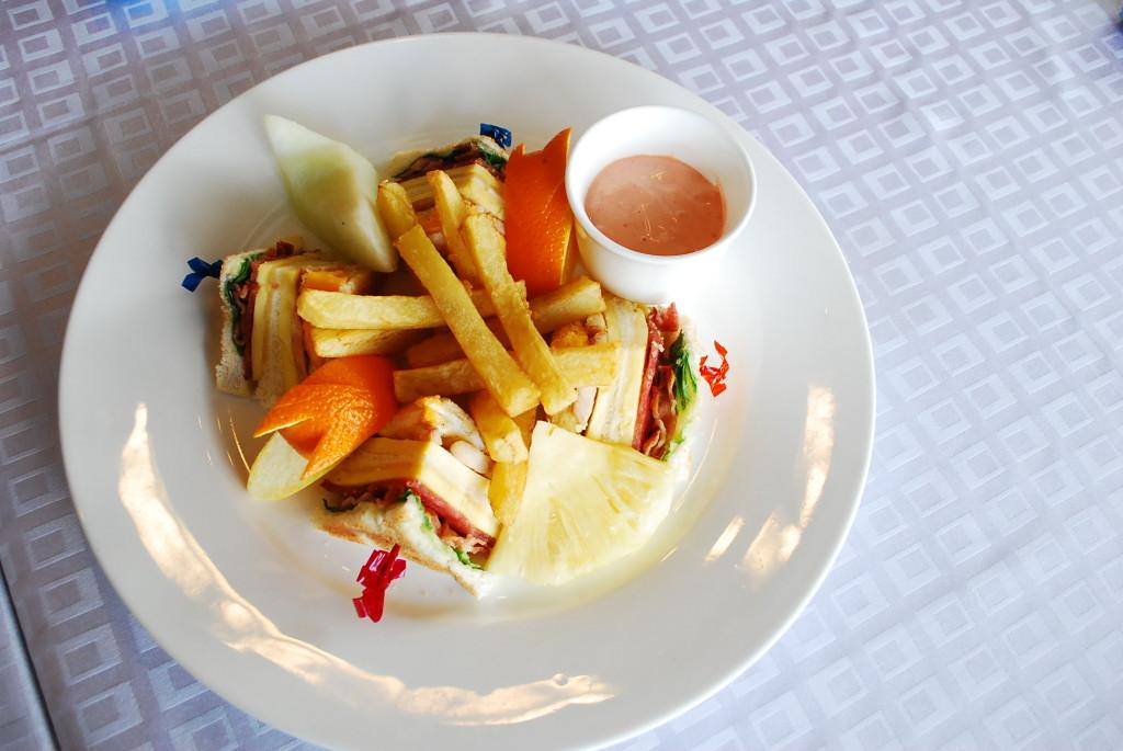 Tradisyon Club Sandwich