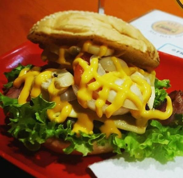 Dec's Burger Pomeranian Burger