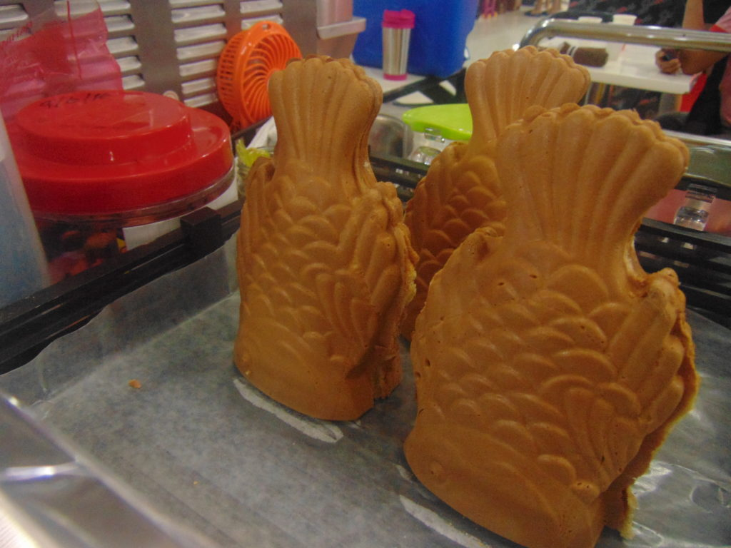 Taiyaki cones: fresh and hot from the molding tray.