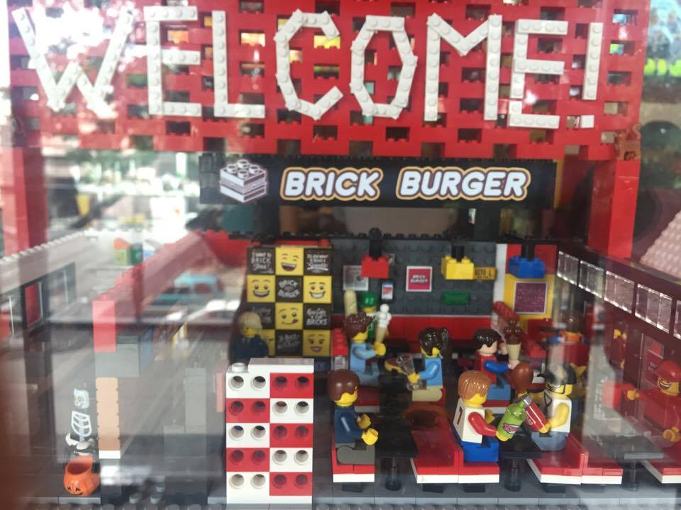brick-bruger, lego-inspired-restaurant, lego-shaped-burger, lego-display