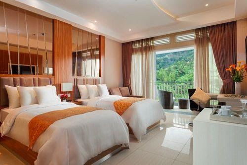 Puncak Have Sweeping Views of Mountain and River