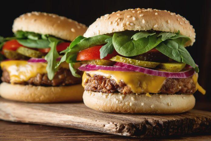 Veggie Burger SC2 2019_Shutterstock_594086324 (Medium)